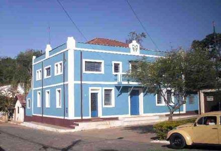 Antiga Maçonaria em frente a Câmara de Silveiras